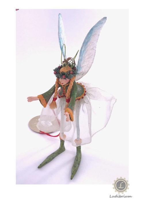 Elfe mit Tüllrock und Flügeln