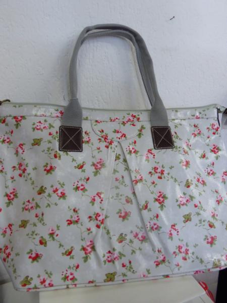Candy Flowers - Handtasche hellgrau, rot geblumt