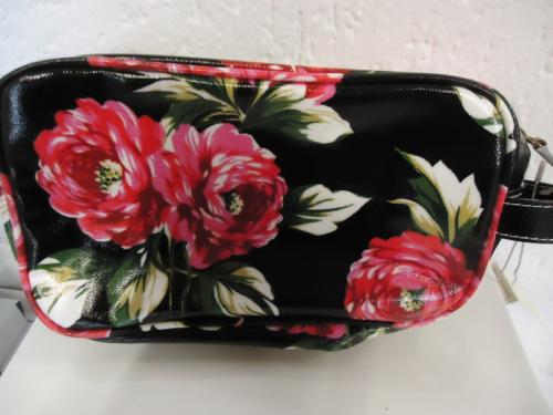 Candy Flowers - Kosmetiktasche schwarz mit roten Rosen