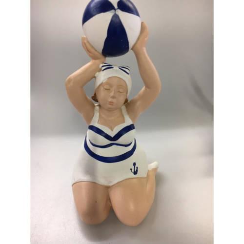 """Figur """"Franzi"""" kniend mit Ball"""