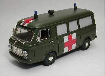 RIO -Fiat 238 Ambulanza Esercito Italiano grün, 1:43