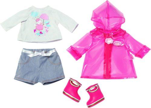 Baby Annabell Deluxe Regenspass aus Shorts, Shirt Regenmantel und Gummistiefeln. Original Kleidung/Accessoires für die Baby Annabell Markenspielpuppe.
