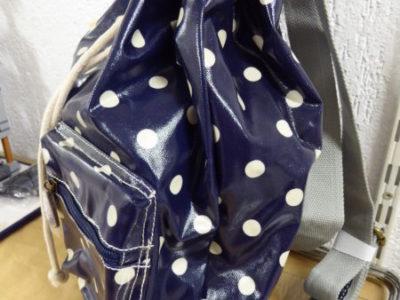 Candy Flowers - Rucksack dunkelblau mit hellbeigen Punkten
