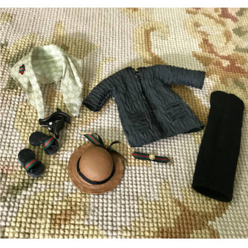 Kleider und Zubehör