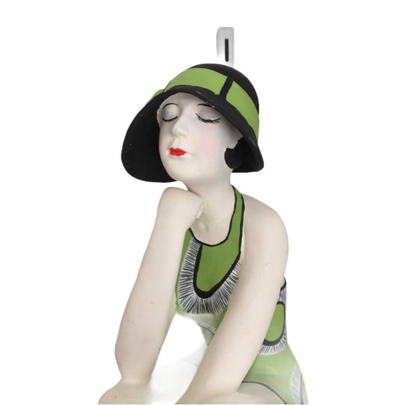 Badenixe auf einem Ball sitzend, gross - trägt einen hellgrünen Badeanzug