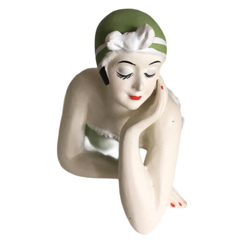Badenixe klein, Vintage Schönheit im grünen Badeanzug mit Punkten